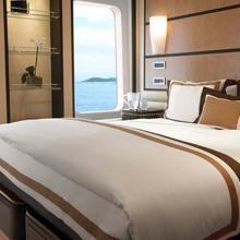 Harle Yacht Stateroom
