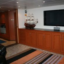 Sarsen Yacht Lounge - Screen