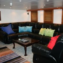 Sarsen Yacht Lounge - Overview