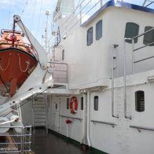 Sarsen Yacht Side External