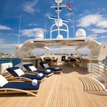 Regulus Yacht Flybridge Sunbathing