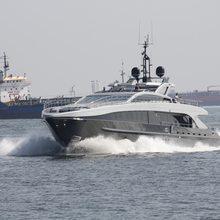 Tee-Dje Yacht Running Shot