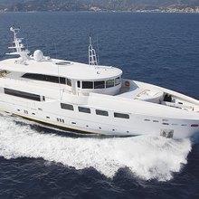 Ulysses Yacht Running Shot