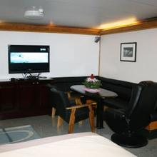 Sarsen Yacht Guest Stateroom - Screen