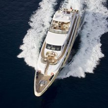 Veneta Yacht Running Shot - Overhaed
