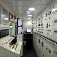 Caoz 14 Yacht Control Room