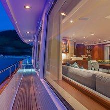 Pura Vida Yacht