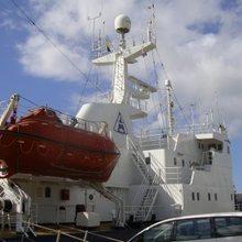 Sarsen Yacht External