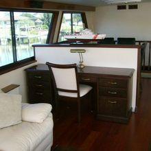 Hatteras 77 Yacht