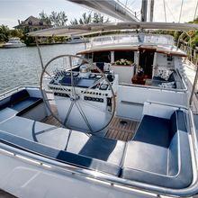 Cabochon Yacht