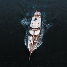 Arriva Yacht Overhead