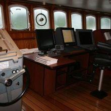 Sarsen Yacht Bridge - Wheel