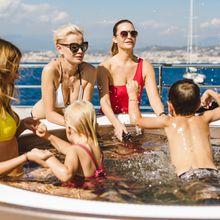Solo Yacht Family Friendly Jacuzzi