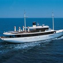 Arriva Yacht Underway