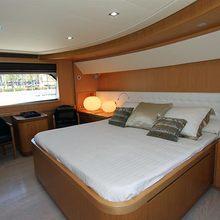 Honeybee Yacht