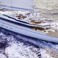 M5 Yacht Running Shot - Side View