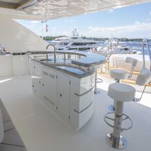 Long Aweighted Yacht