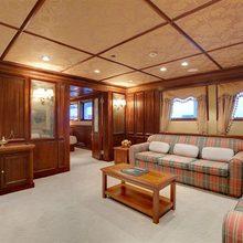 Al Mabrukah Yacht Stateroom - Salon