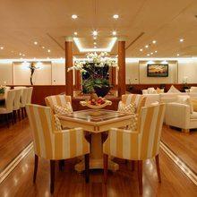 M5 Yacht Salon - Seating