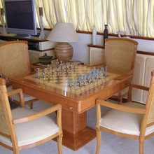 Paradis Yacht Games Table