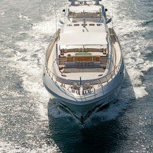 Apricity Yacht Running Shot