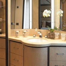 Harle Yacht Guest Bathroom