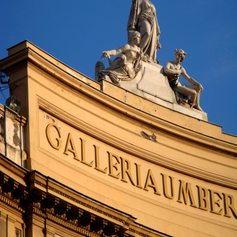 Gallery in Naples with beautiful sculptures on the top
