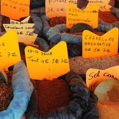 Many kinds of spices for sale