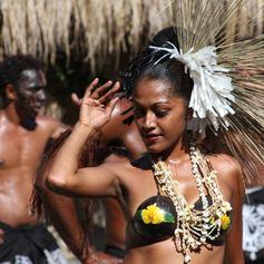 Fijian girl dancer