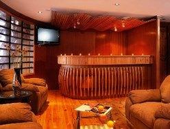 Salon & Bar