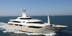 Light Holic yacht charter
