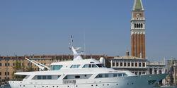 El Caran yacht charter
