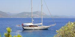 Cobra III yacht charter