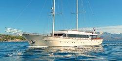 Son De Mar yacht charter