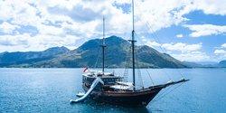 Dunia Baru yacht charter
