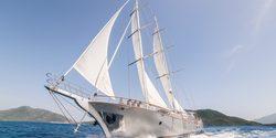 Silver Moon yacht charter