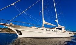 Miss B yacht charter