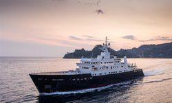 Bleu De Nimes yacht charter
