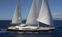 La Luna yacht charter