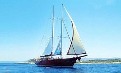 Orient Pearl yacht charter