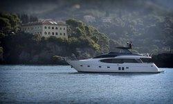 EM3 yacht charter
