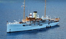 SS Delphine yacht charter