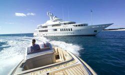 Sea Huntress yacht charter