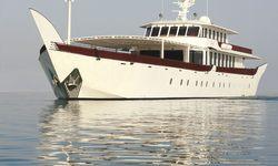 Warsan yacht charter