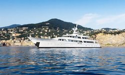 Itoto yacht charter