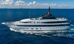 Luna B yacht charter