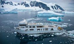 SuRi yacht charter