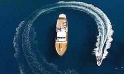 Heavenly Daze yacht charter