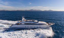 Paris A yacht charter