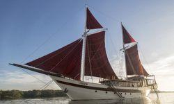 Tiare yacht charter